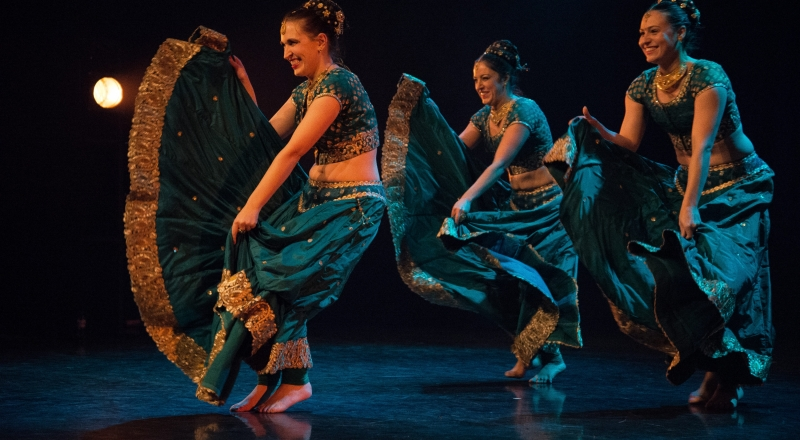 Tarki Chokro: Second scene of the performance Bombay Express by dance collective Bollylicious